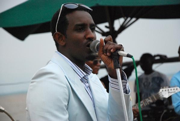 Le chanteur Yoya , lauréat de Isanganiro Award 2012 (www.akeza.net)