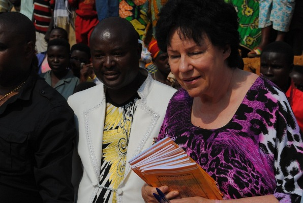 Femi avec la présidente de VONECOVIC (www.akeza.net)