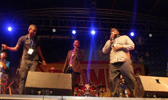 Lors d'un concert où Etoile du Centre avait invité Willy sur certains morceaux (www.akeza.net)