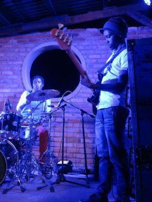 Yvan Kwizera , bassiste chez Mutcho (www.akeza.net)