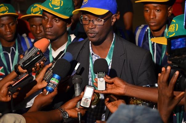 A l'arrivée du Bresil , Dieudonné Nahimana donne une interview aux media (www.akeza.net