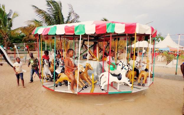 Un espace de Jeux pour enfant , Karera Beach (www.akeza.net)