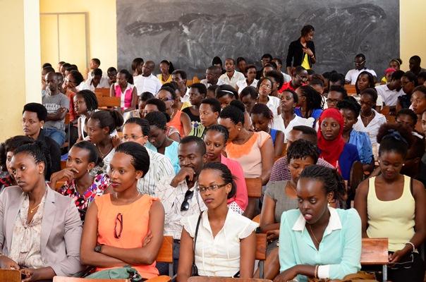 Vue globale des participants à l'ouverture solennelle des activités Light Ladies Leaders (www.akeza.net)