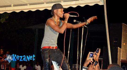 Black G  était venu soutenir son compère Sat-B. Lui aussi il a livré une excellent performance.(www.akeza.net)