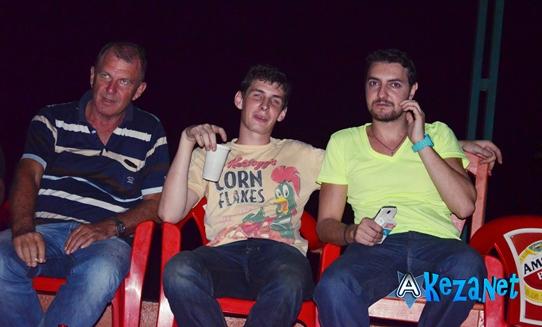 Takis à gauche, le manager actuel de SAT-B.(www.akeza.net)