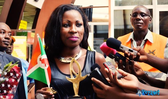 Natacha a été accueilli par beaucoup de journalistes © Akeza.net