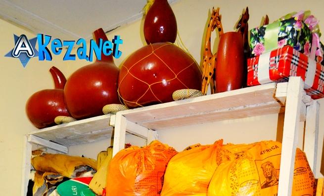 Le matériel pour le décor, que l'association Dutabarane utilise. (www.akeza.net)