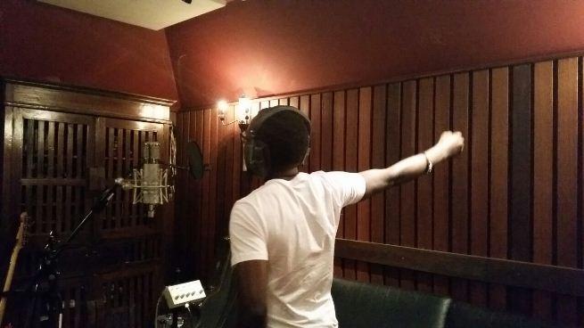 David Nduwimana au studio.(www.akeza.net)