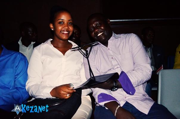 Jessica Mise(Gauche) , lauréate du Prix Michel Kayoya 2014 (www.akeza.net)