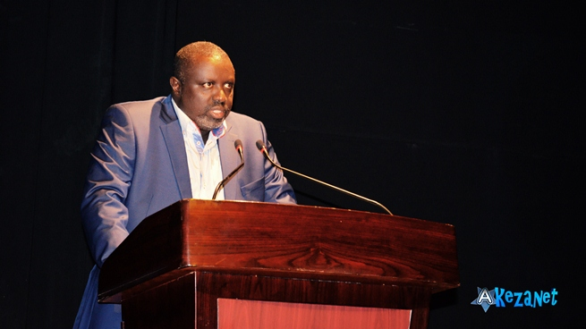Antoine Kaburahe lors de la remise du Prix Michel kayoya , IFB 2014 (www.akeza.net)