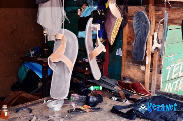 Quelques sandales mis en vente.(www.akeza.net)