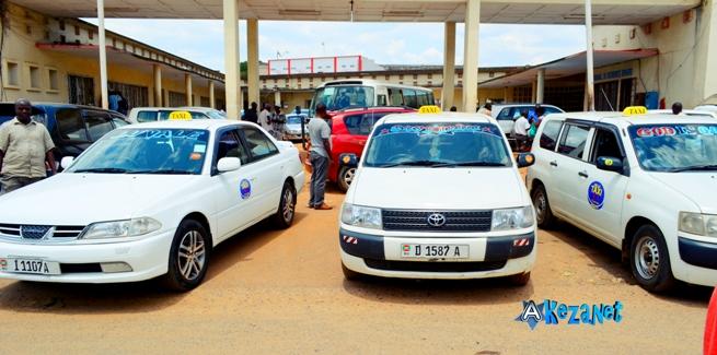 HELLO TAXI, une société rénovatrice en matière de transport (www.akeza.net)