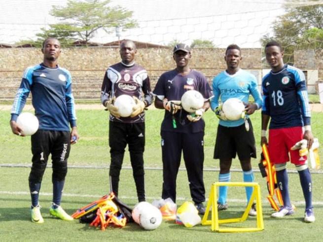 Amidou Hassan au milieu, et les gardiens de la NAGA(www.akeza.net)