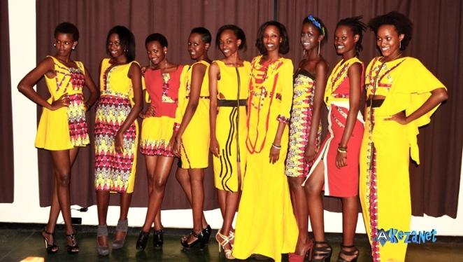 Les mannequins de l' agence Esther, lors de l' essayage comptant pour le BFIN 2014.(www.akeza.net)