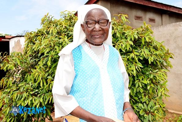 Sœur Sophie KAMWENUBUSA du centre de santé spécialisé dans la médecine traditionnelle.©Akeza.net
