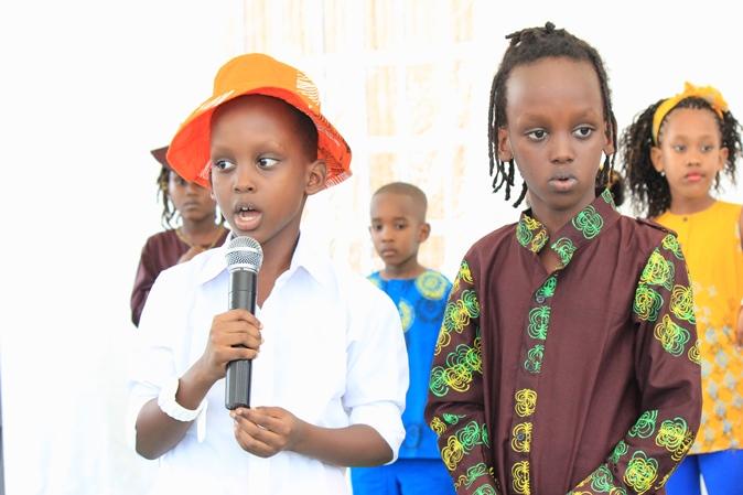 Les enfants sur scène.©Akeza.net