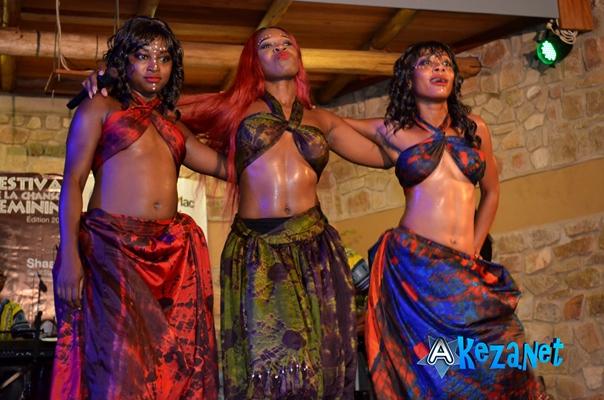 Shaa l'invitée spéciale et ses danseuses ©Akeza.net
