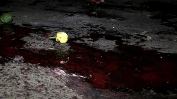 Le sang coule sur le lieu de l'explosion en plein coeur de la ville de Bujumbura© France 24
