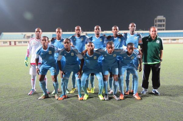 Le coach de Djibouti Nouredine Garsahi  et son équipe ©Droits reservés