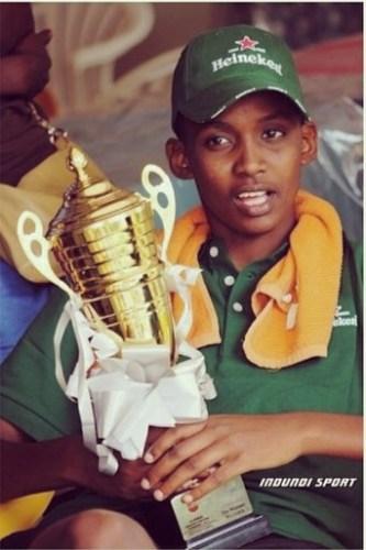 Inès Nezerwa,trophée à la main © Indundi Sport