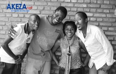 Les acteurs Rivaldo, Leon, Freddy et Sophie metteur en scène de la pièce. Photo :©Akeza.net/Armand Nisabwe