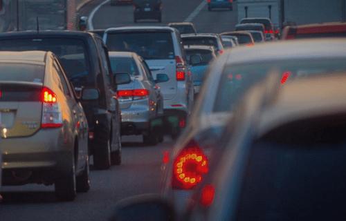 渋滞する道路