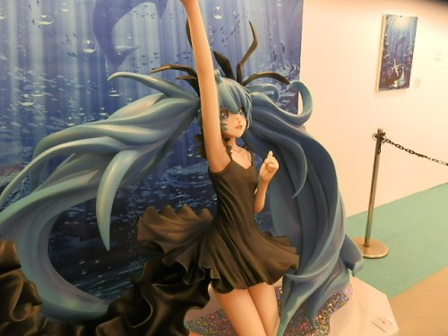 let-play-with-hatsune-miku-in-greenland-04