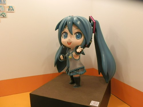 let-play-with-hatsune-miku-in-greenland-12