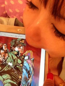 shokotan-shows-her-love-to-jotaro-jojos-bizarre-adventure-01