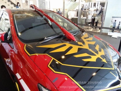 full-frontals-auris-hguc-neo-zeong-displayed-at-shinjuku-piccadilly-to-promote-movie-ep-7-07