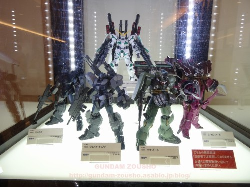 full-frontals-auris-hguc-neo-zeong-displayed-at-shinjuku-piccadilly-to-promote-movie-ep-7-15