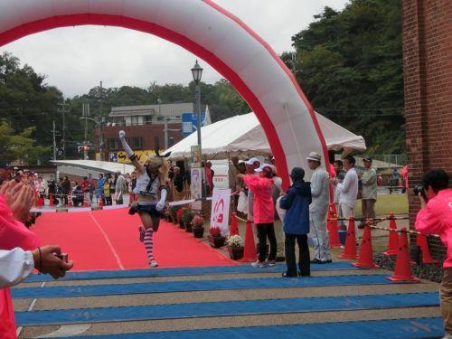 shimakaze-cosplayer-wins-marathon-02