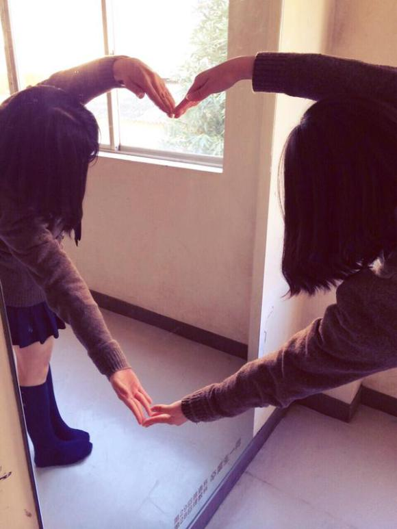 japanese-girl-finds-school-love-but-with-a-surprising-partner-05