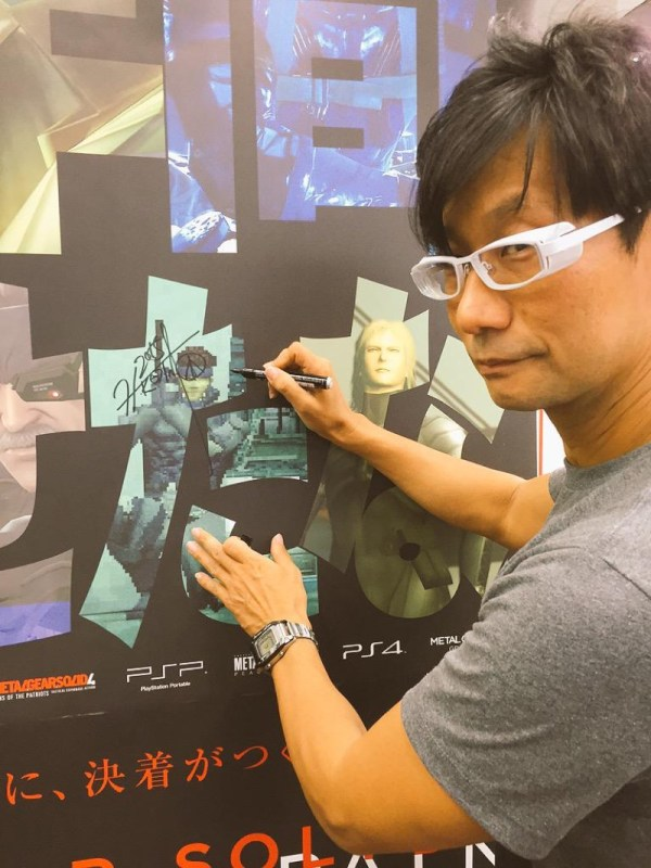 hideo-kojima-sneaks-out-signs-autographs-10