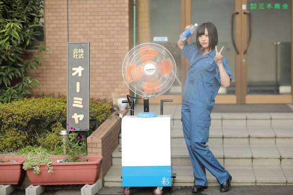japanese-factory-lures-new-workers-with-calendar-featuring-beautiful-cosplayer-02