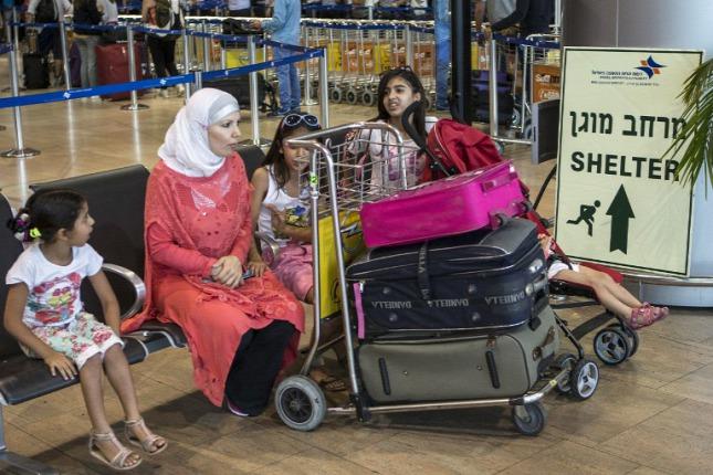 muszlim utasok a tel avivi Ben Gurion repülőtéren