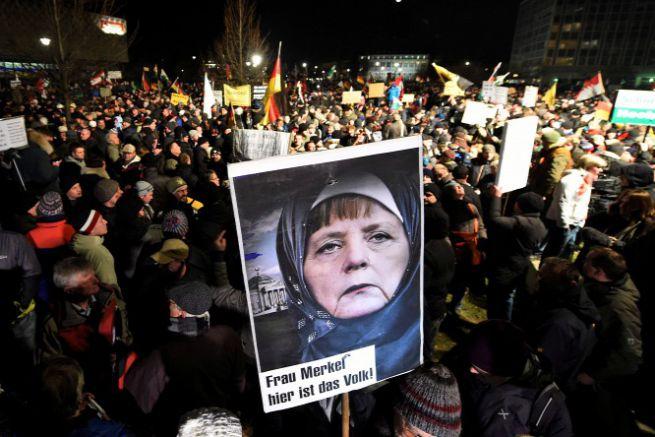 Az Európai Hazafiak a Nyugat Iszlamizálódása Ellen nevű német iszlámellenes mozgalom tüntetése Németországban