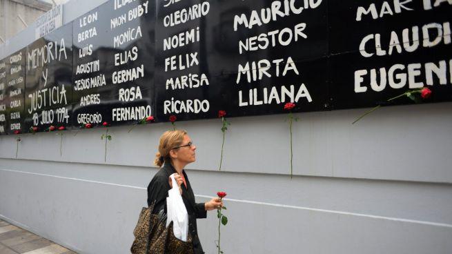 A '94-es Buenos Aires-i merénylet áldozatainak emléktáblája
