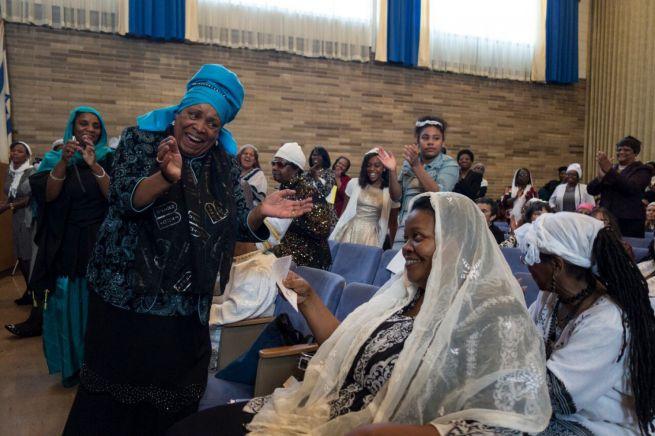 Capers C. Funnye rabbi felesége jobbra