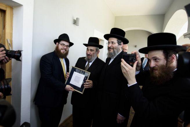 Köves Slomó rabbi, Joel Ehrenreich rabbi és Naftoli Ehrenreich rabbi, az utolsó mádi rabbi, Ehrenreich Eliezer fia