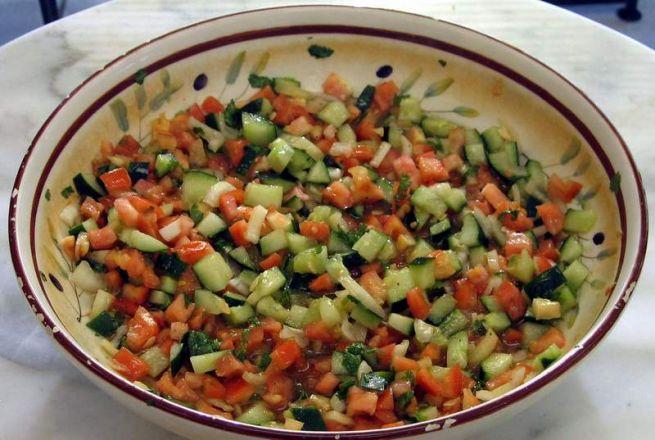 Izraeli saláta