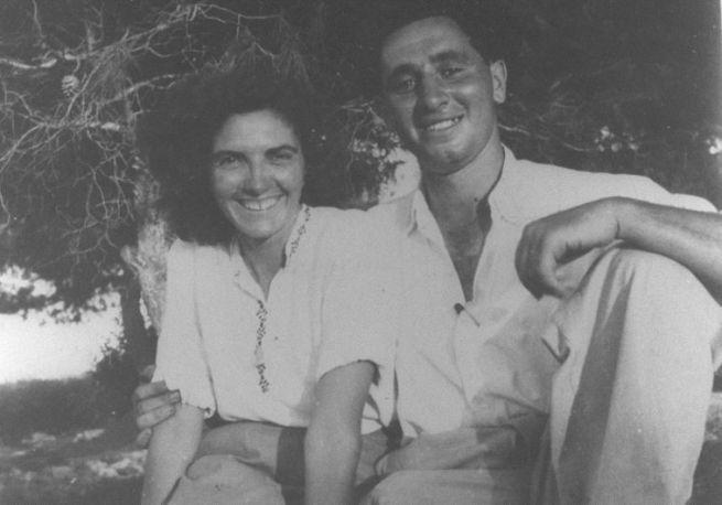 Simon és Szonja Peresz egy cionista ifjúsági táborban