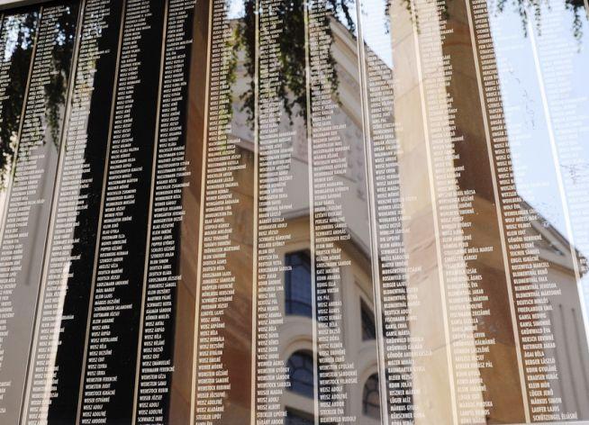 Áldozatok emlékfala a Holokauszt Emlékközpontban