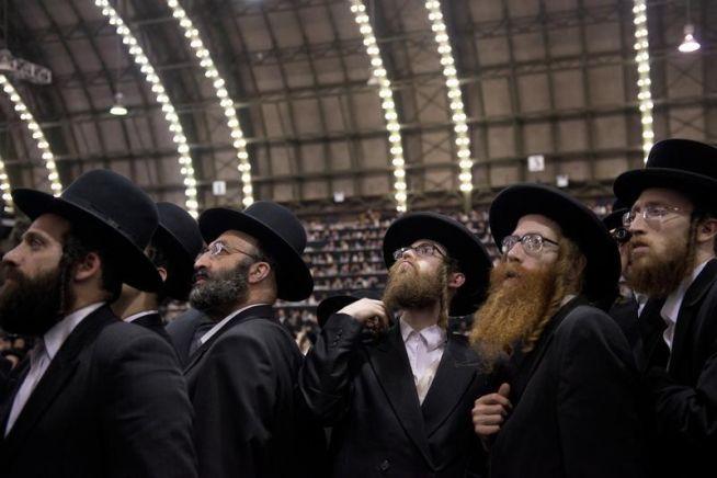 Szatmári haszidok egy összejövetelen Brooklynban