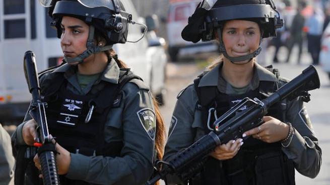 Izraeli biztonsági erők a merénylet helyszínén