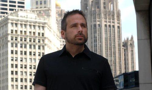 Kevin Levine intentando adivinar si llevas tanga o braguitas