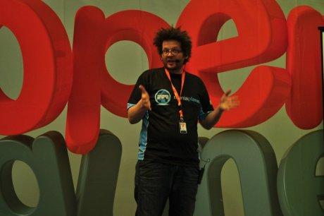 Jerome Chatelain de Nadeo, en la Euskal Encounter presentando Trackmania 2: Canyon