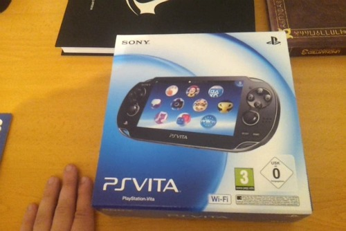 [AKB] Unboxing PS Vita