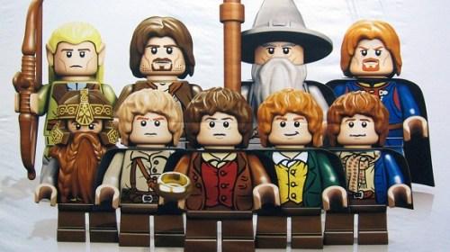 La Comunidad del Anillo + Ned Stark en LEGO El Señor De Los Anillos. Muy monos todos.