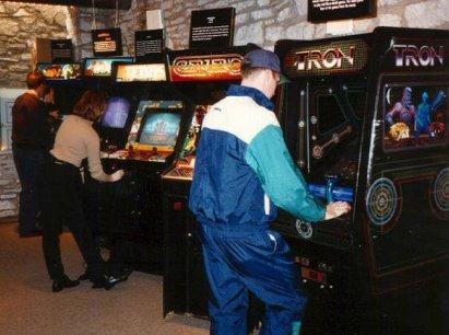 Jugando en los arcades